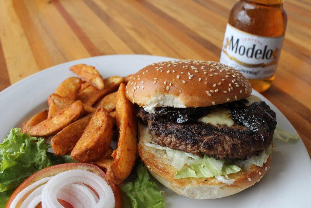 Philly Cheese Burger con Modelo Especial (Frisco Grill, Cayalá)