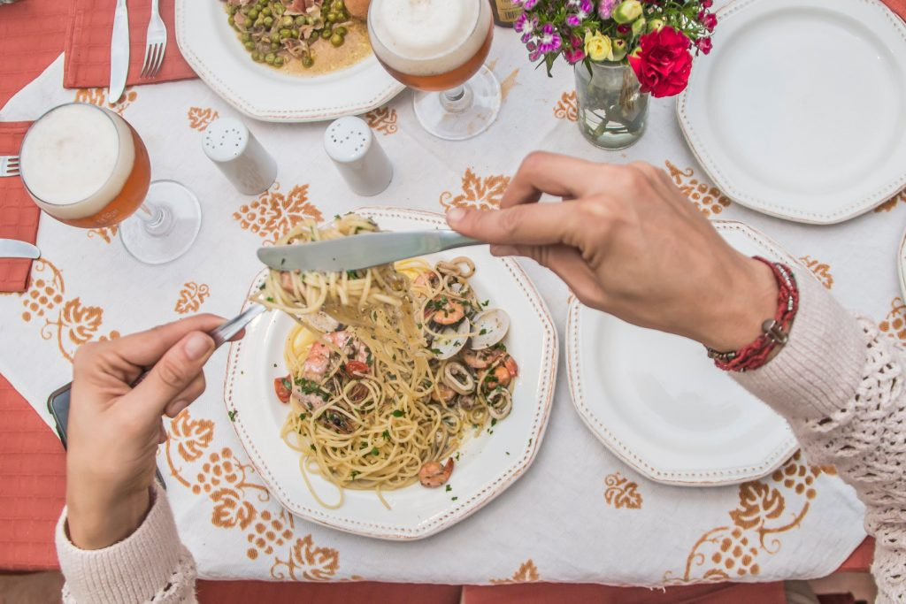 la-cucina-di-borgorotondo-mesa-pasta-cerveza-leffe-blonde-cerveza-clara-foodie-tour-belgas-carretera-salvador-pablo-bromo-nicolas-vanzetto