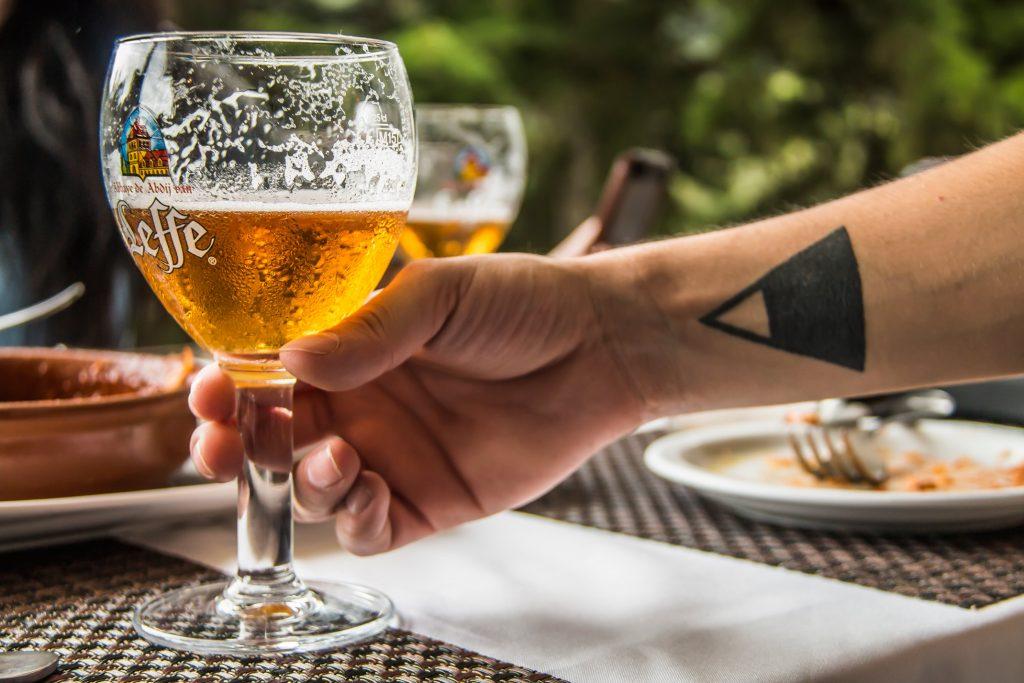 donde-como-intro-cerveza-clara-belga-leffe-blonde-foodie-tour-belgas-pablo-bromo-nicolas-vanzetto-carretera-salvador-guatemala