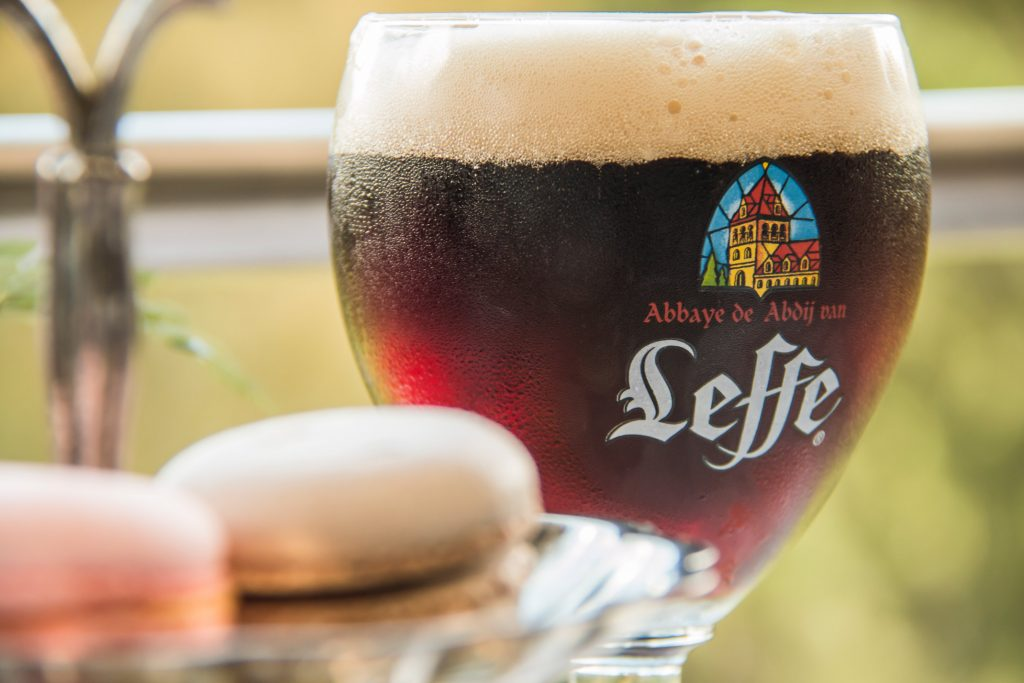 la-madeleine-leffe-brune-macarons-dulce-oscura-cerveza-belga-guatemala-foodie-tour-belgas-pablo-bromo-nicolas-vanzetto