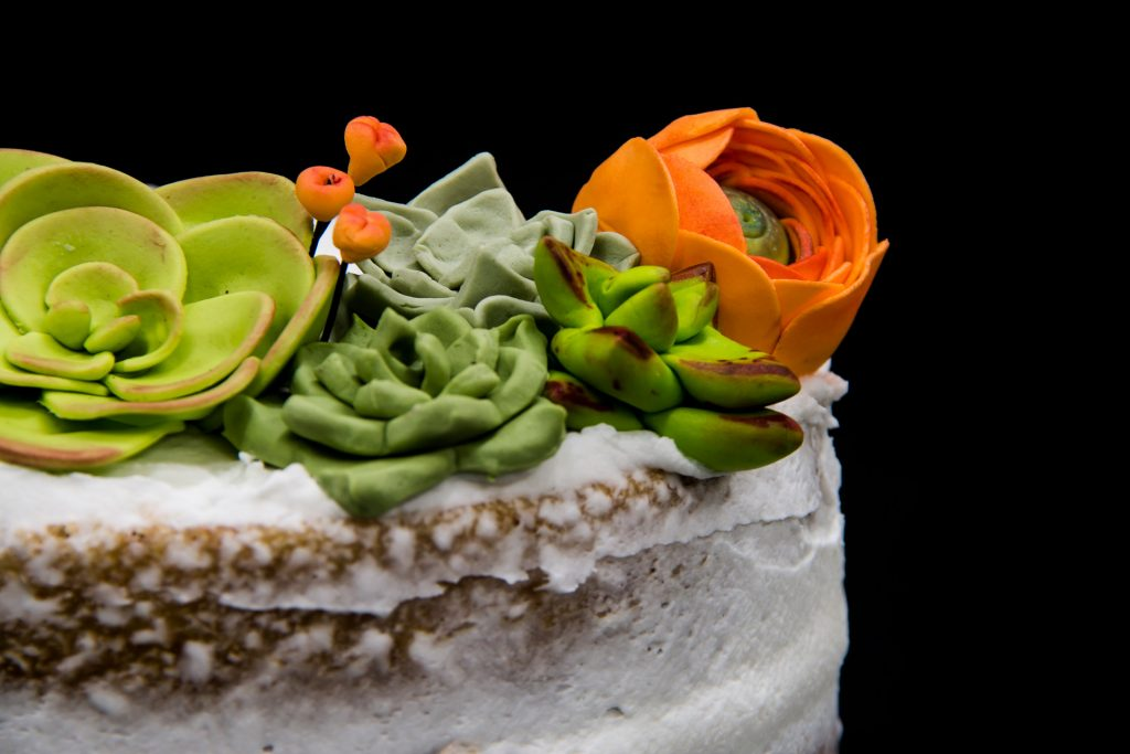 naked-cake-banano-caramelo-buttercream-nuez-suculentas-azucar-guatebakers-susy-chacon-bakes-postres-gold-medal-pasteles