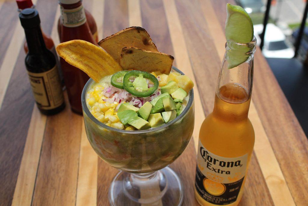 Ceviche Mazatlán con Cerveza Corona (La Playa, Cayalá)