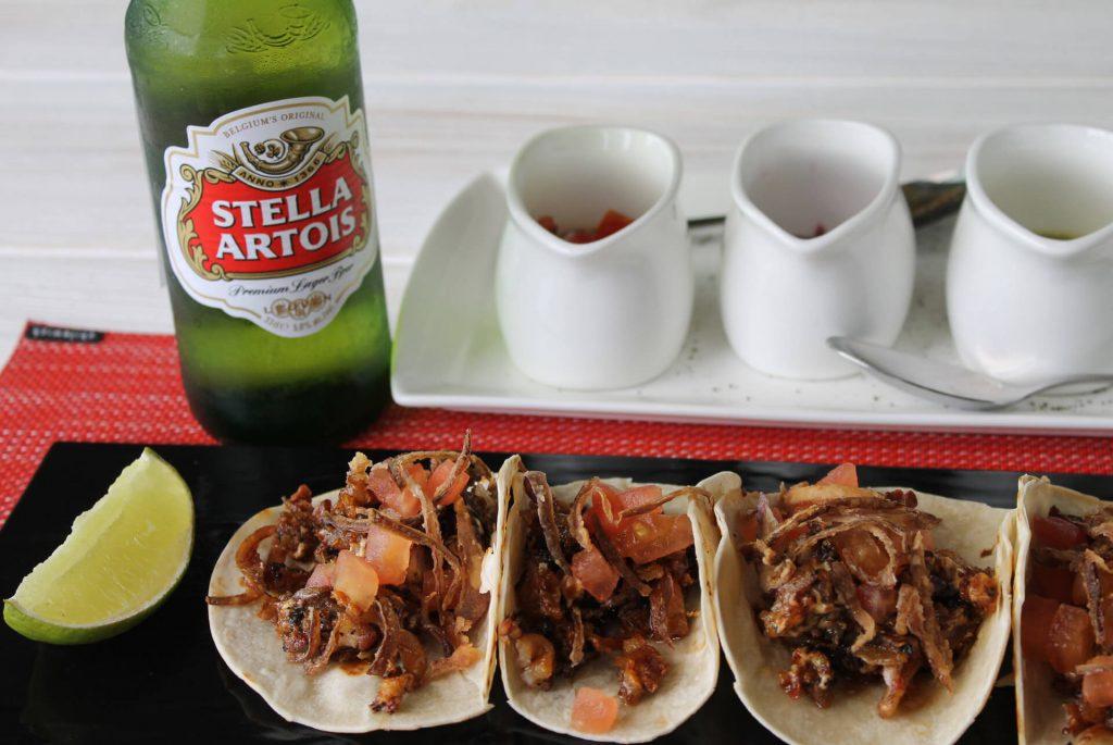 Tacos de chicharrón de pulpo con Stella Artois (Distrito 57, Cayalá)