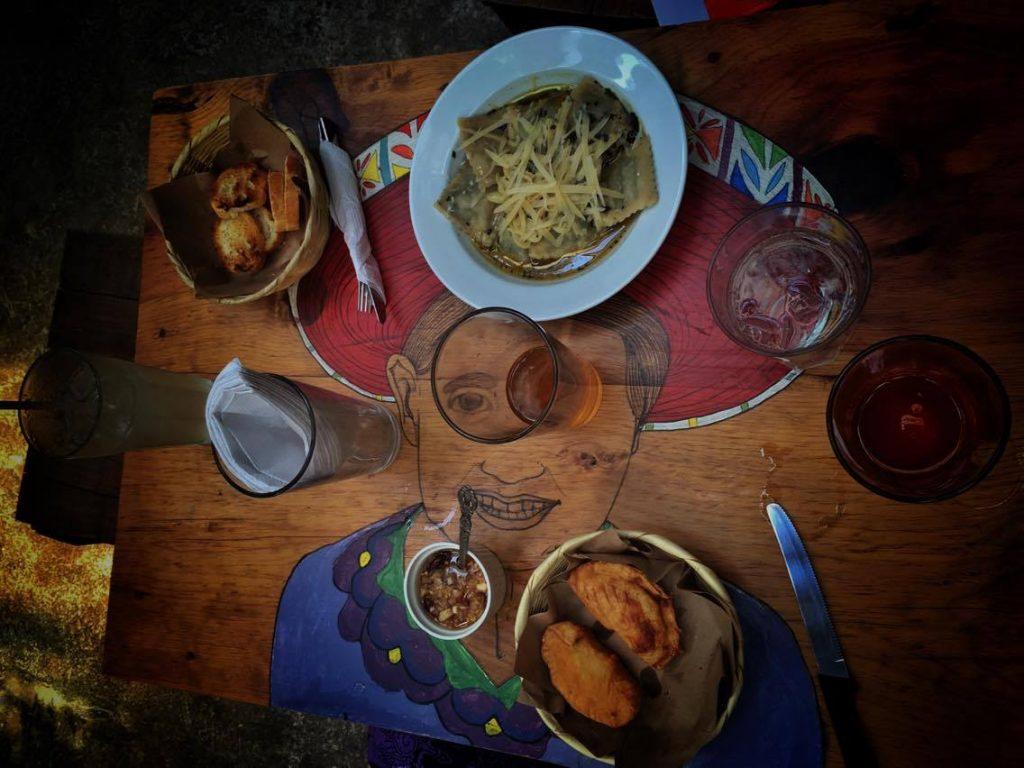 chermol-lucha-liberalucha-antigua-guatemala-erik-vanberendoncks-empanadas-argentinas-mesa-ravioles