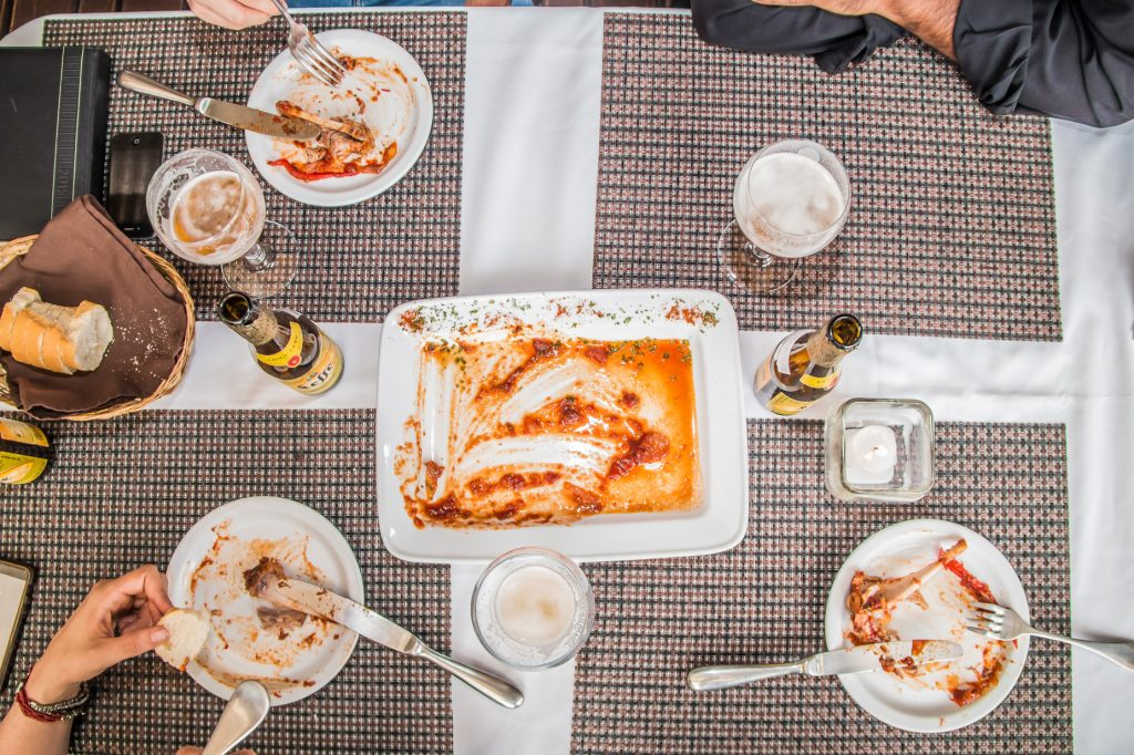 donde-como-mesa-foodie-tour-belgas-cerveza-rubia-leffe-blonde-carretera-salvador-guatemala-muxbal