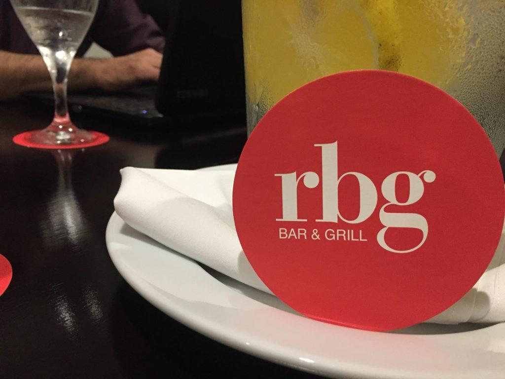rbg-radisson-bar-grill-working-day-mister-menu-restaurante-oficina-sala-negocios-privada-trabajo-servicios-agua-jarra-reuniones