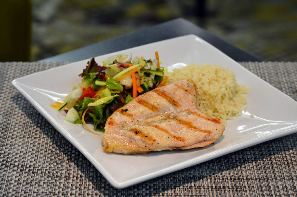 rbg-radisson-bar-grill-working-day-mister-menu-restaurante-oficina-sala-negocios-privada-trabajo-servicios-almuerzo-menu-lunch-pollo-grilled-chicken-ensalada