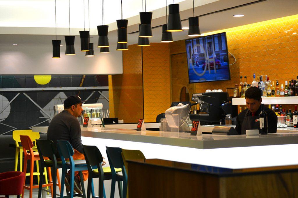 rbg-radisson-bar-grill-working-day-mister-menu-restaurante-oficina-sala-negocios-privada-trabajo-servicios-barra-bebidas-after-office-ambiente