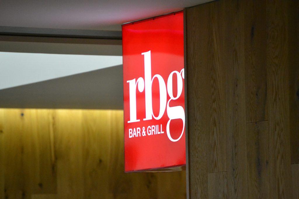 rbg-radisson-bar-grill-working-day-mister-menu-restaurante-oficina-sala-negocios-privada-trabajo-servicios-letrero-entrada