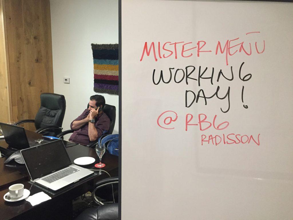 rbg-radisson-bar-grill-working-day-mister-menu-restaurante-oficina-sala-negocios-privada-trabajo-servicios-reuniones-telefono