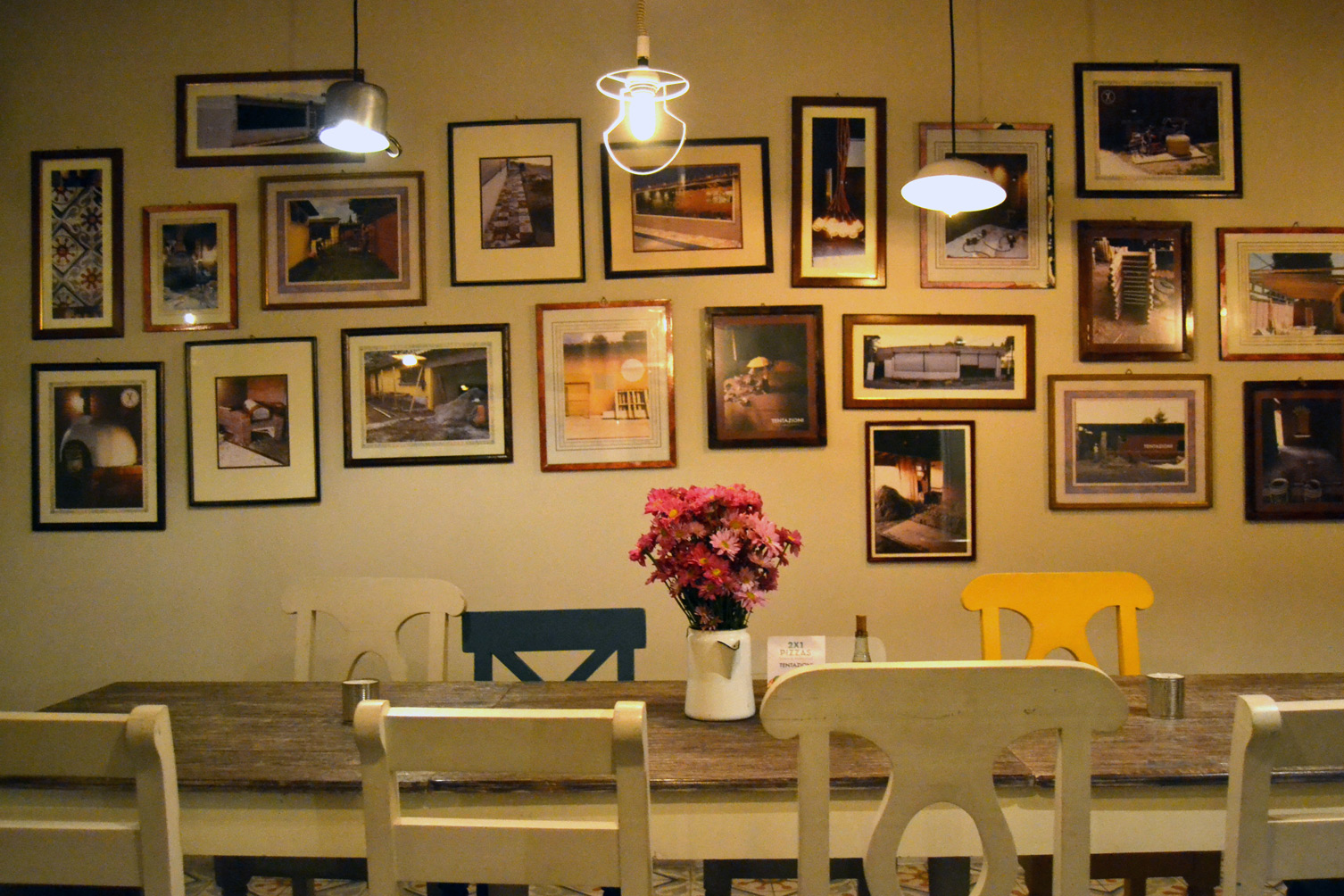 tentazioni-restaurante-salon-belleza-peluqueria-tijeras-pizzeria-restaurante-familia-alvarado-xela-guatemala-quetzaltenango-pizza-mesas-sillas-cuarto-ambiente