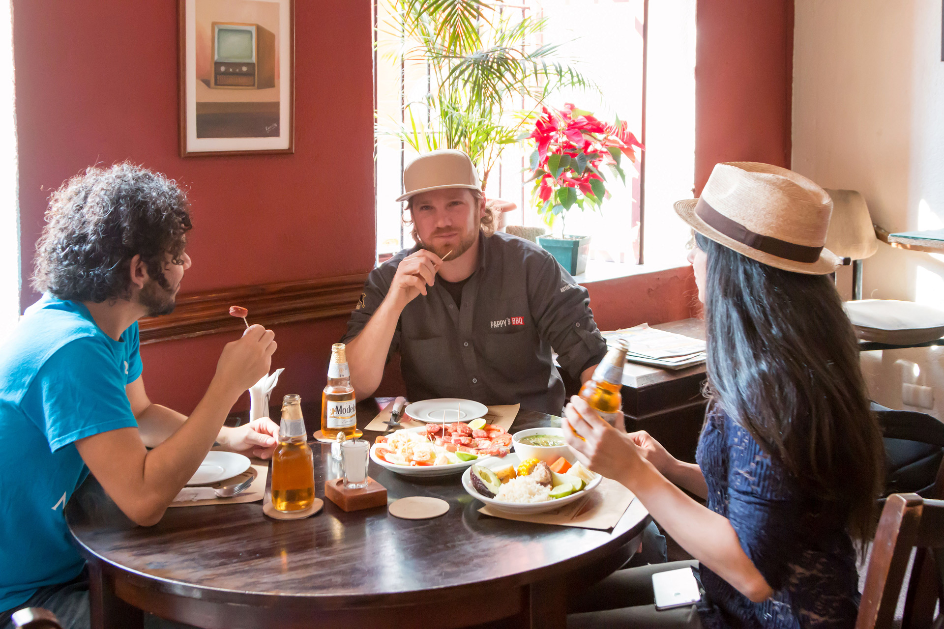 restaurante-el-che-cha-cerveza-modelo-walking-foodie-tour-pablo-bromo-lucia-blake-zona-uno-1-portada