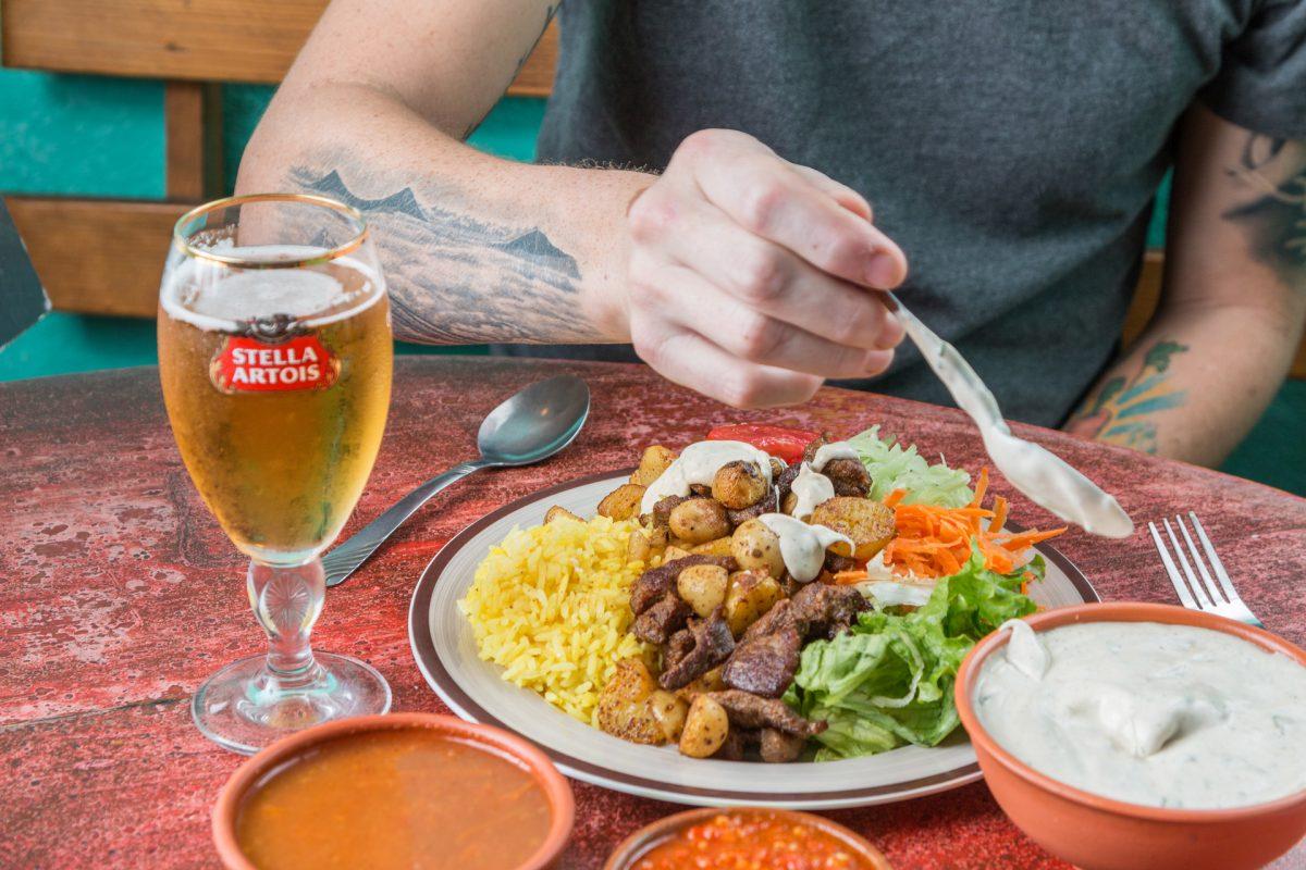 Las salsas son elementos importantes de la comida en Toko Baru
