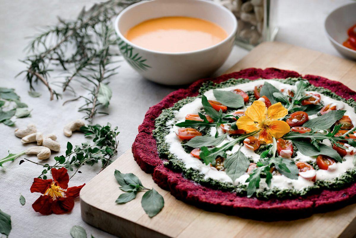 kassia-fiedor-nutricionista-herbolaria-chef-guatemala-holistic-kitchen-cooking-cocina-holistica-mister-menu-recetas-nutricion-food-medicine-pizza-sopa-cena