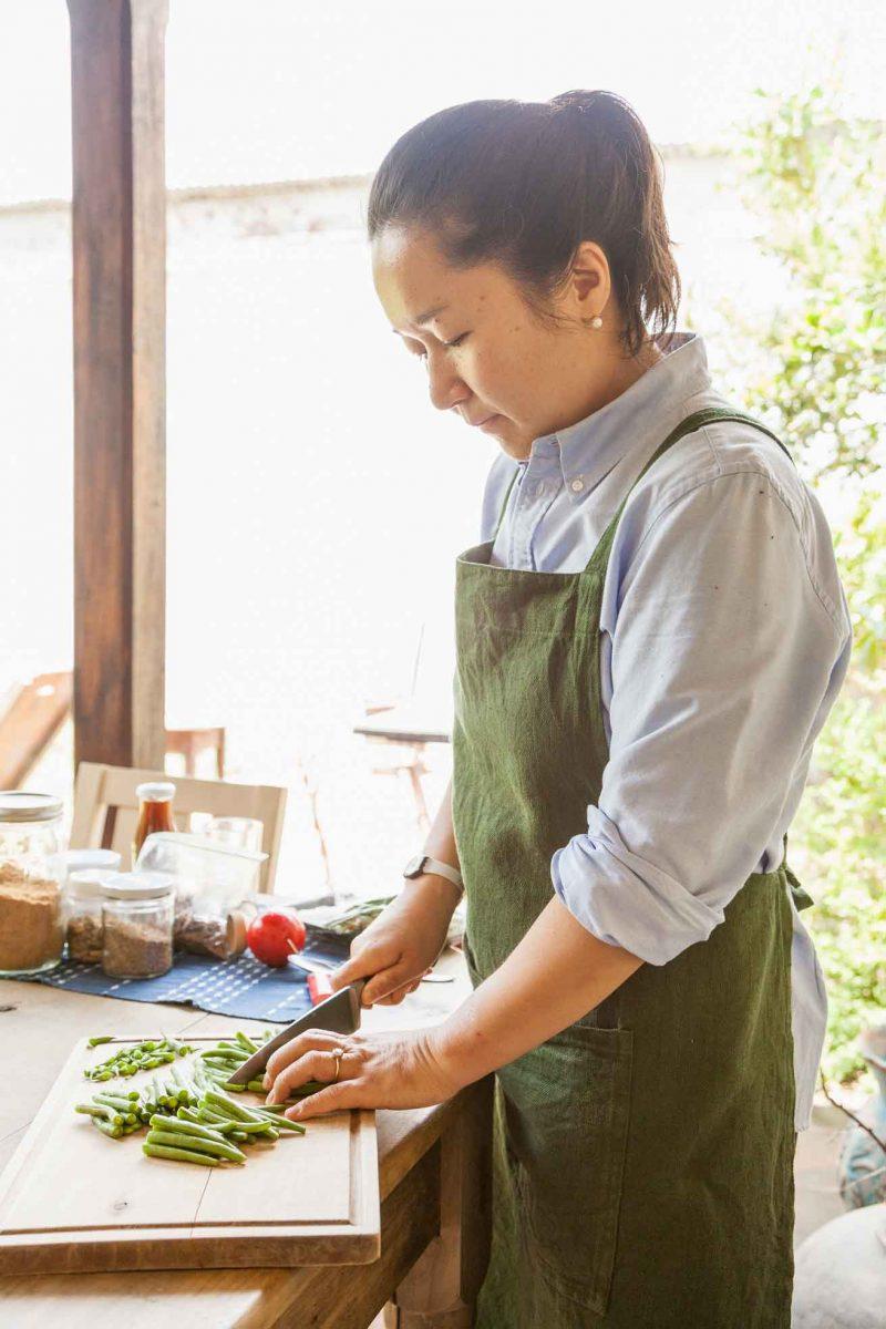 miwa-okura-entrada-goma-ae-ejotes-ajonjoli-soya-menu-edicion-8-mister-menu-revista-foodie-recetas-cortando-ejotes