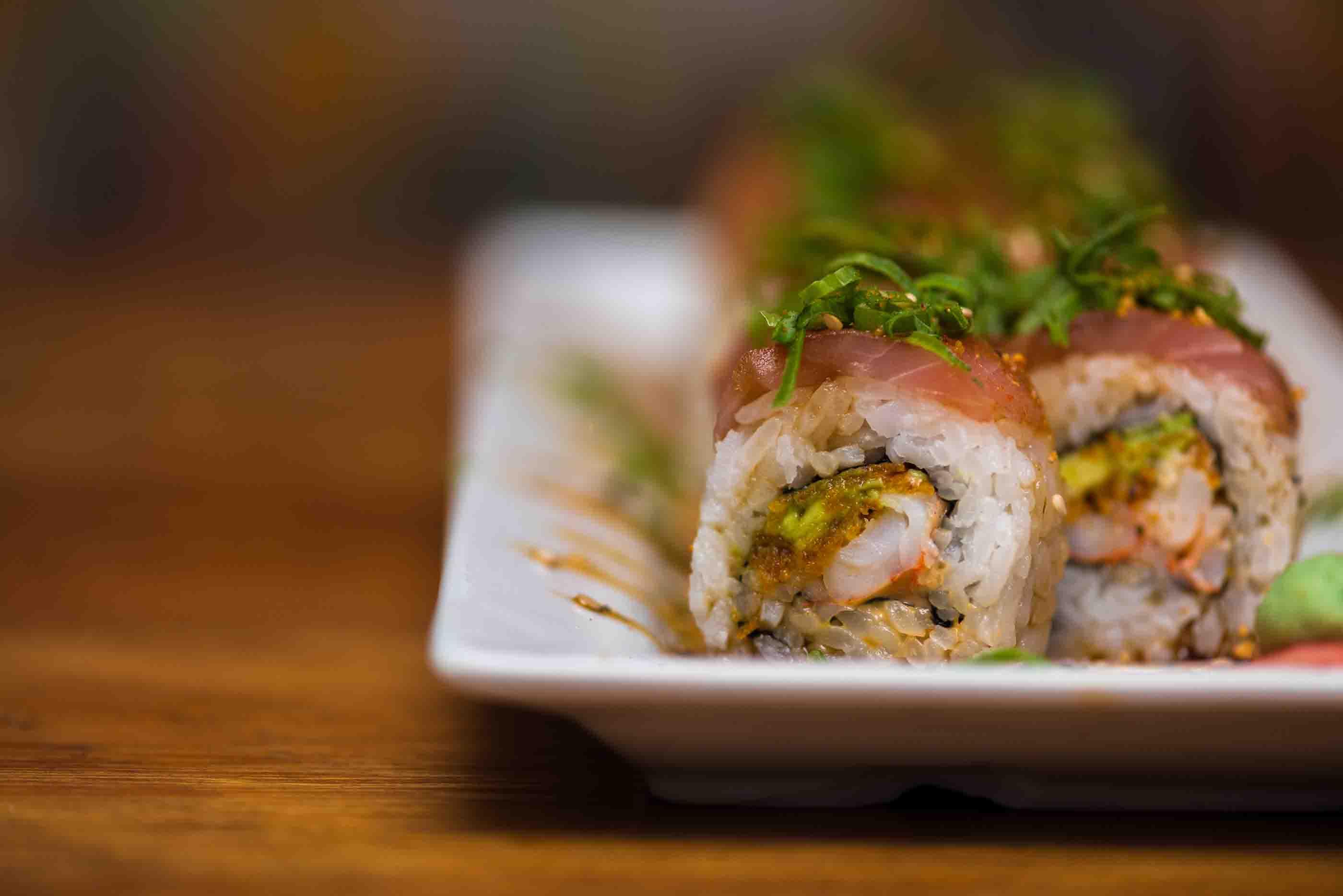 Sushi challenge for a cause foodie tourfoodie tour por fuera llevaba salmn y encima tartare de atn y camote frito con salsa de anguila as que si quieren probar esta delicia y adems colaborando con forumfinder Gallery